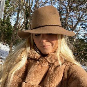 Brown Winter Hat 🎩